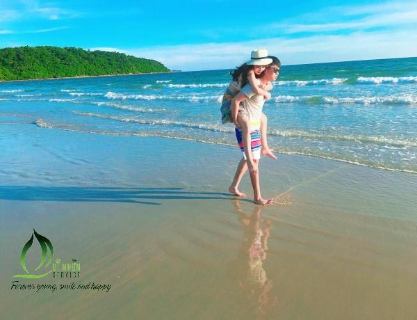 Couple Quy Nhon Beach