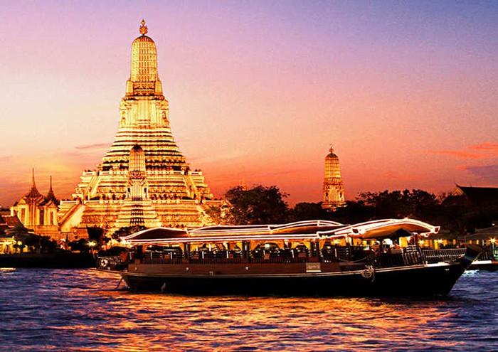 Du thuyền trên dòng sông Chaophraya