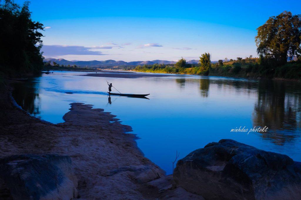 Dòng sông Đakb'la