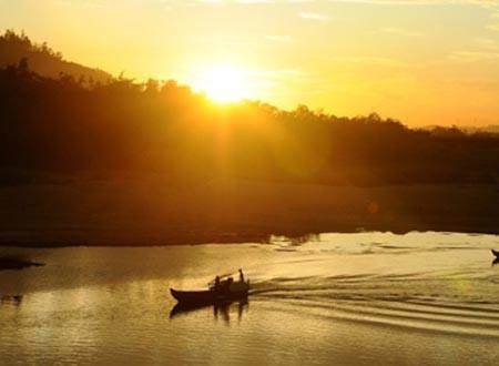 Buổi sáng trên dòng sông Dăk Bla